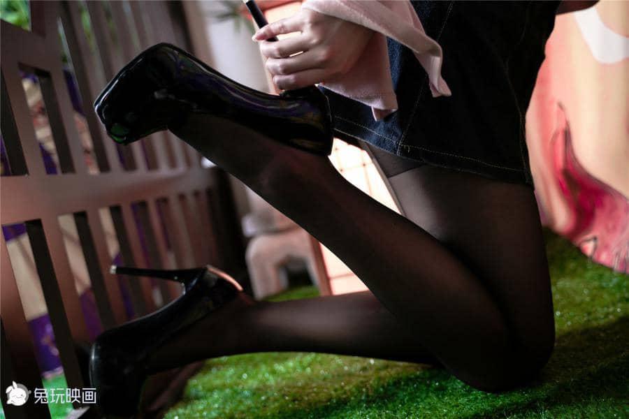 兔玩映画 穿黑丝牛仔裙的少女 [46P200M]