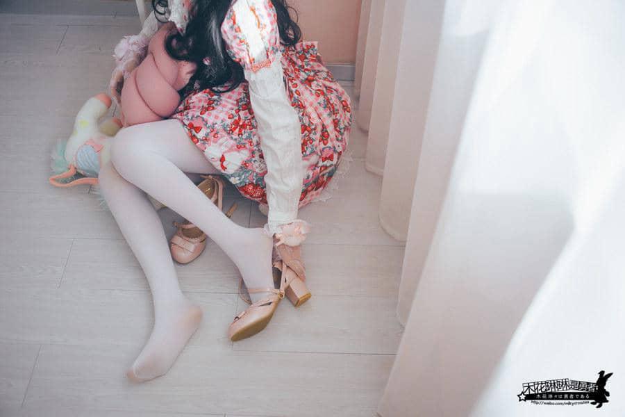 [木花琳琳是勇者] 白丝草莓兔 [25P3V83M]