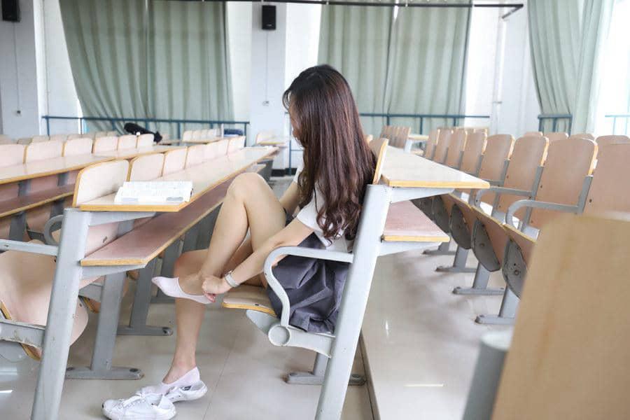 大西瓜爱牙膏 - 教室短裙船袜 [357P465M]